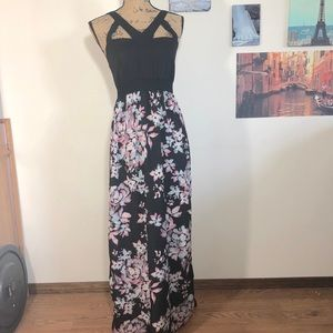 Charlotte Russe caged neckline floral maxi Sz. S